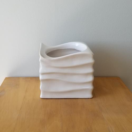 ceramic white decorative container for indoor plants 5 inch in diameter Mississauga Toronto Oakville Burlington Brampton Oakville Hamilton GTA